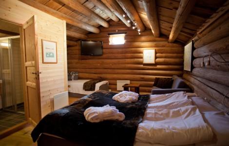 Senger på loftet, en dobbeltseng og en enkeltseng