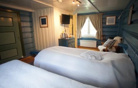 Det blå rommet, senger og flatskjerm tv