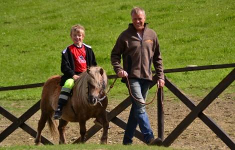 Ponniridning på Glittersjå -Topp 5 barnevennlige aktiviteter i Gudbrandsdalen