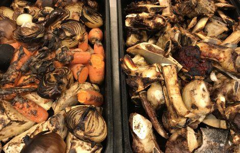 Ferid bruna oksebein og grønnsaker til brun oksekraft