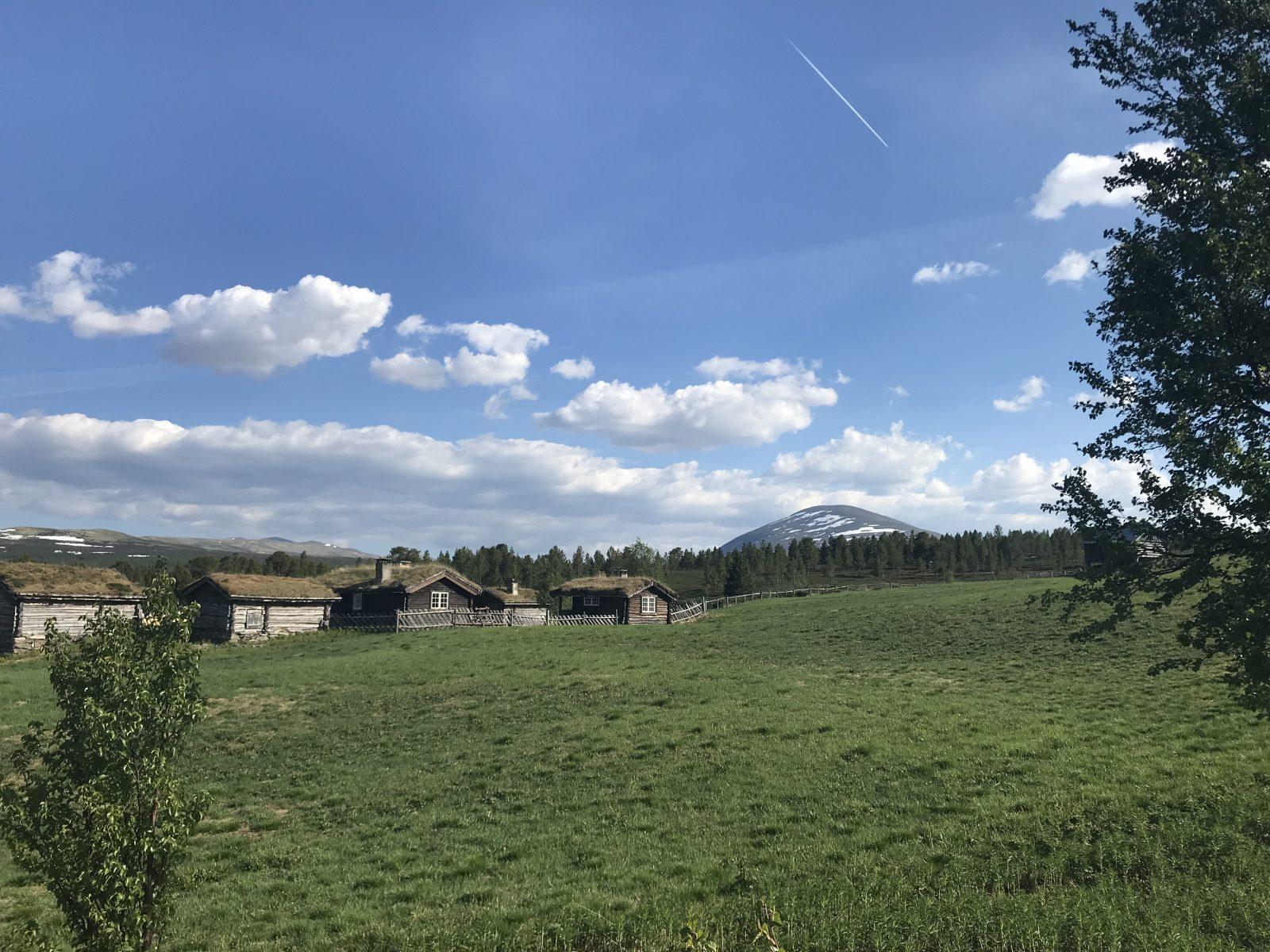 Seteridyll på kvernbru, Heidalsmuen i bakgrunnen